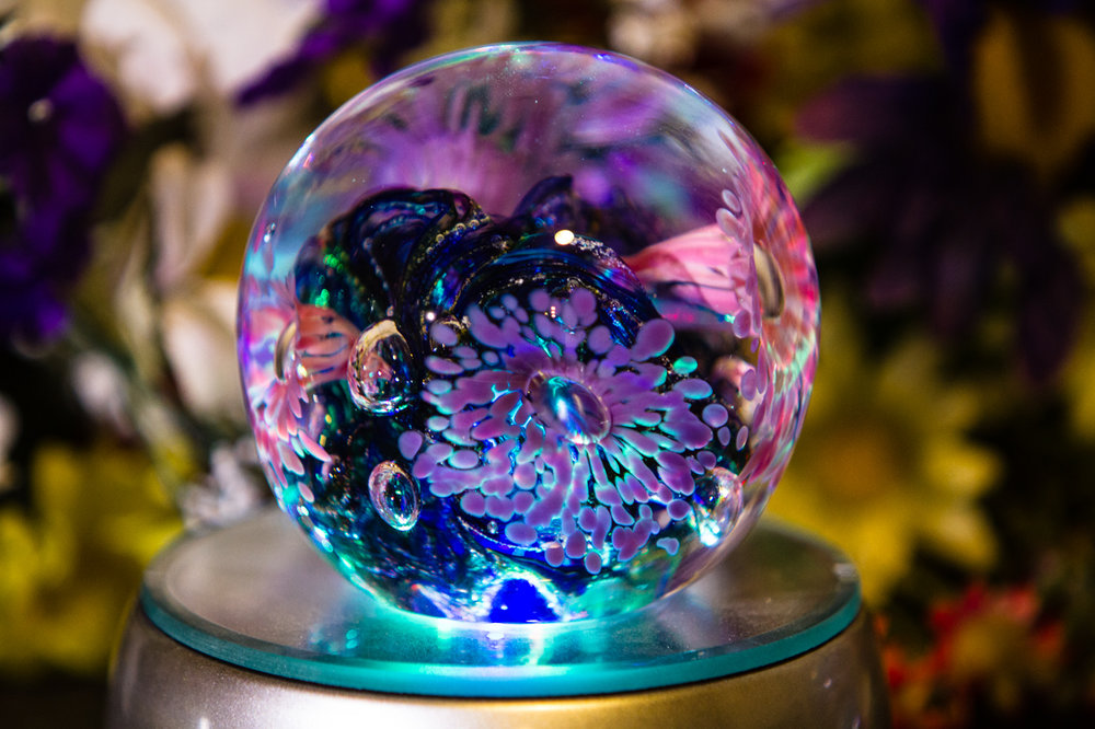 34 stunning pieces of cremation glass art that you can buy solutioingenieria Image collections