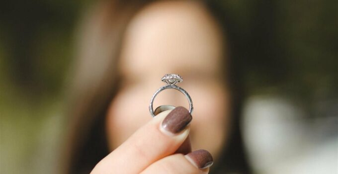 Cremation Diamonds Buyer's Guide: What Should You Pay?