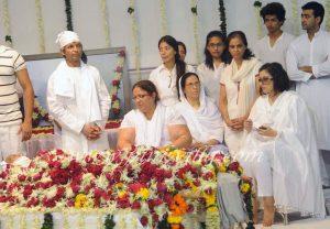 Wearing White at Hindu Funeral