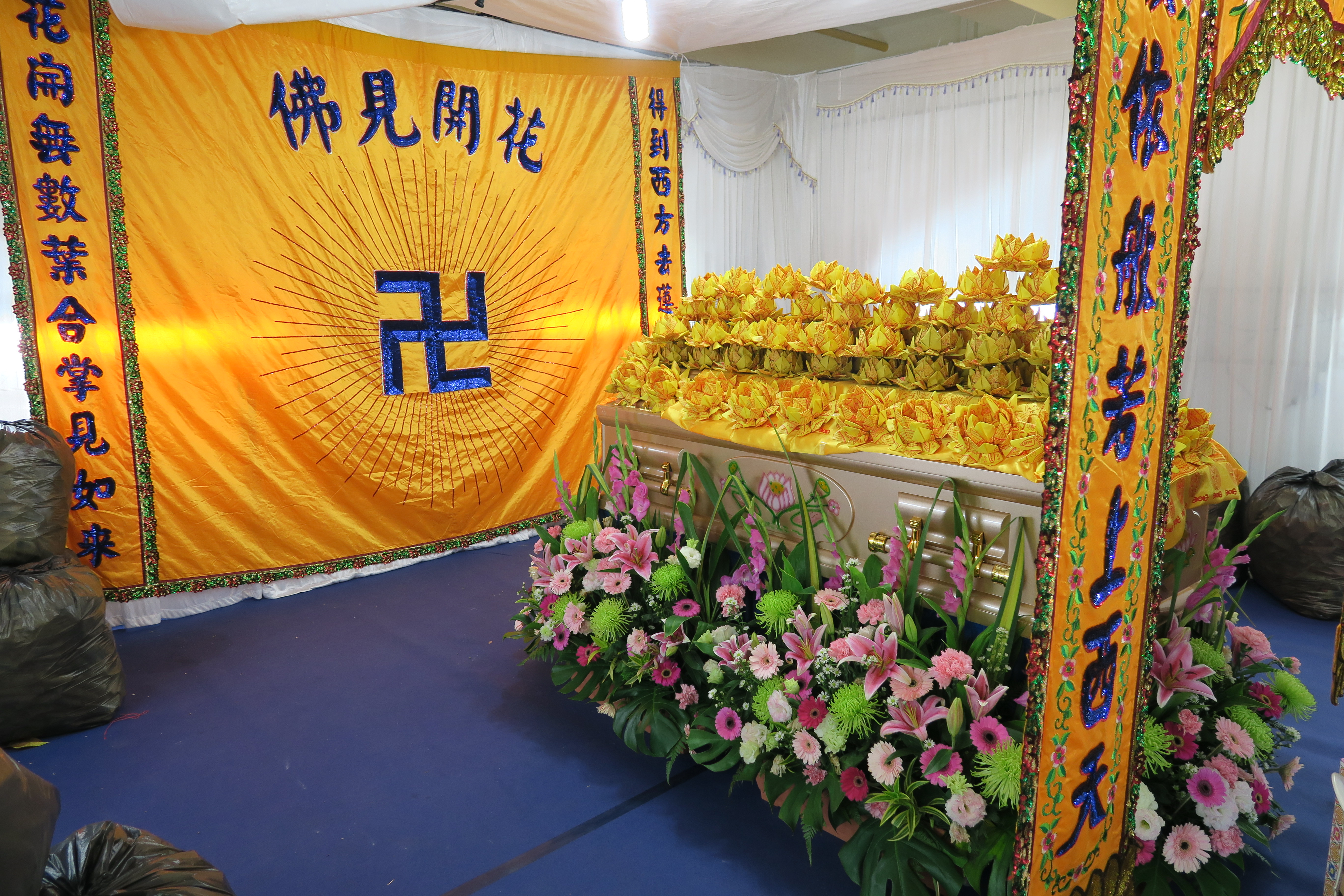 Buddhist funeral traditions the ceremony cremation mourning more beautiful buddhist casket izmirmasajfo