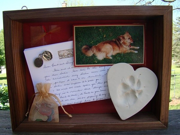 35 beautiful memorial ideas for your cherished dog. Black Bedroom Furniture Sets. Home Design Ideas