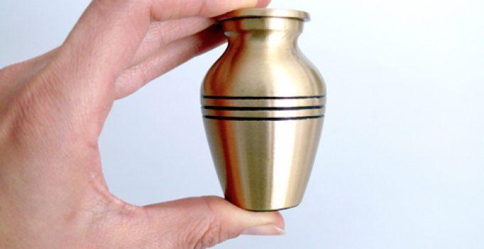 40 Beautiful & Unique Keepsake Urns